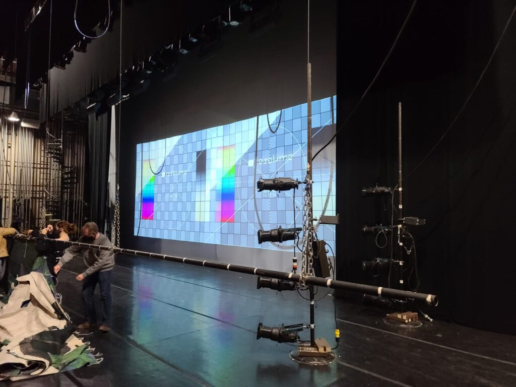 Projection Blending - 2 Projectors Blended into 1
